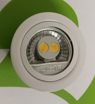 3x Recessed spotlight feature replaceable LED lamp
