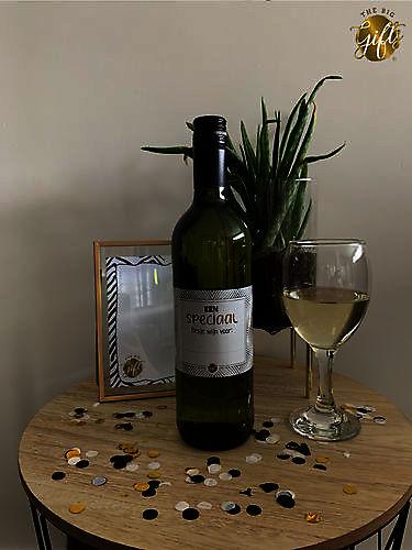 Wijnfles wit 'een speciaal flesje wijn voor...'